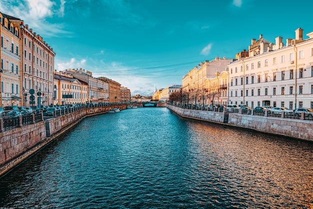 Sankt petersburg, rosja - 07 listopada 2019: kanał gribobedov. miejski widok sankt petersburga. rosja.