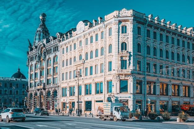 Sankt petersburg, rosja - 07 listopada 2019: słynny dom w sankt petersburgu-singer house. rosja.