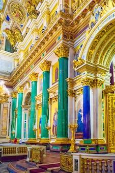 Sankt petersburg, rosja - 07 listopada 2019: wewnątrz katedry św. izaaka - największe dzieło architektoniczne. sankt petersburg.