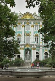 Sankt petersburg rosja09012020 fragment fasady pałacu zimowego