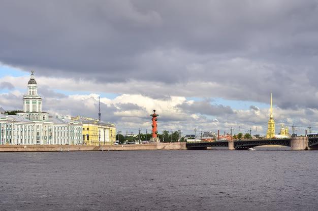 Sankt petersburg rosja09012020 nabrzeże universitetskaya nad newą