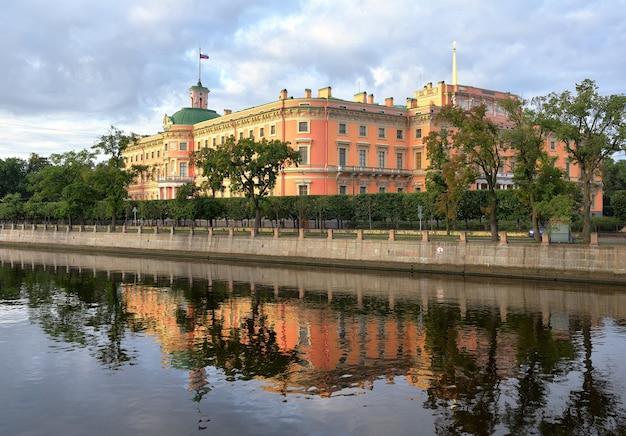 Sankt petersburg rosja09012020 zamek michajłowski rano pałac xix