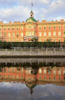 Sankt petersburg zamek michajłowski rano pałac xix wieku