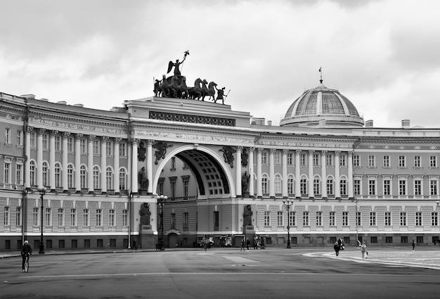 Sankt petersburgrosja09012020 budynek sztabu generalnego na placu pałacowym