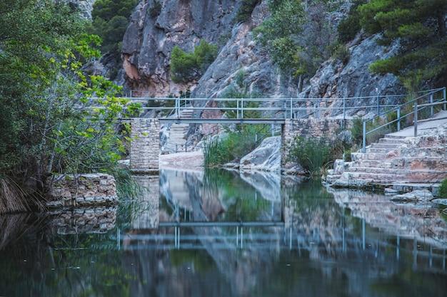 Sanktuarium krajobrazu rzeki la fontcalda, katalonia, tarragona, hiszpania