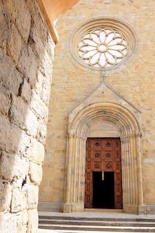 Sansepolcro włochy fasada kościoła katolickiego cattedrale di san giovanni evangelista