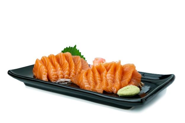 Sashimi z łososia na białym tle