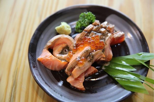 Sashimi z łososia z grilla