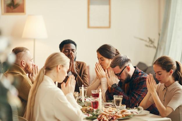 Saying grace na christmas dinner