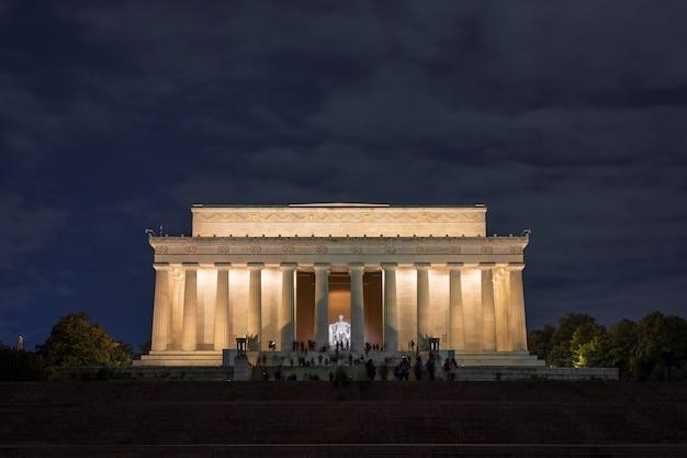 Scena abrahama lincolna memorial o zmierzchu, washington dc, stany zjednoczone