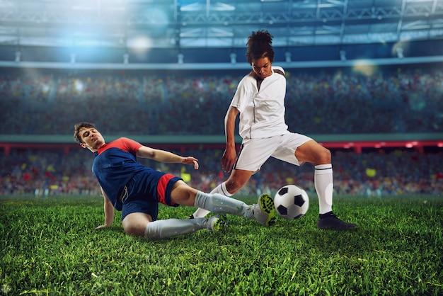 Scena futbolowa z rywalizującymi piłkarzami na stadionie