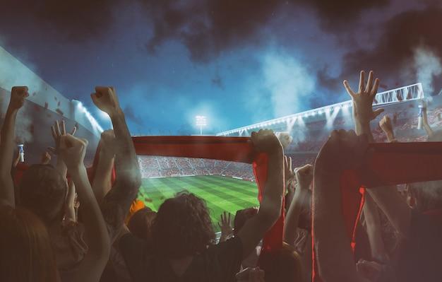 Scena piłki nożnej w nocy mecz z kibicami na stadionie