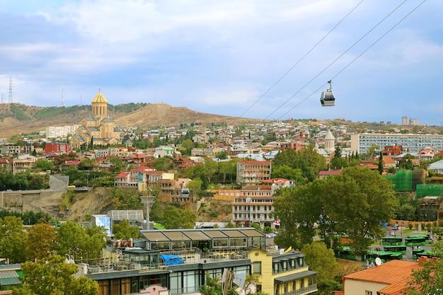 Sceneria kolejki linowej z tbilisi