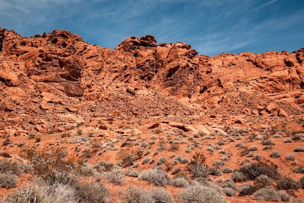 Sceniczny kamienny deseert przy doliną pożarniczy stanu park, krajobraz w południowym nevada, usa
