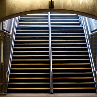 Schody do metra w bostonie, massachusetts, usa