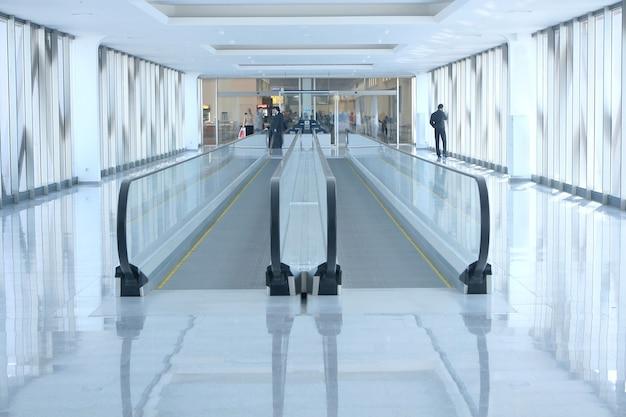 Schody ruchome na lotnisku