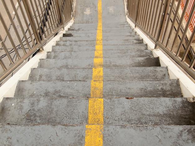 Schody wiaduktu w mieście