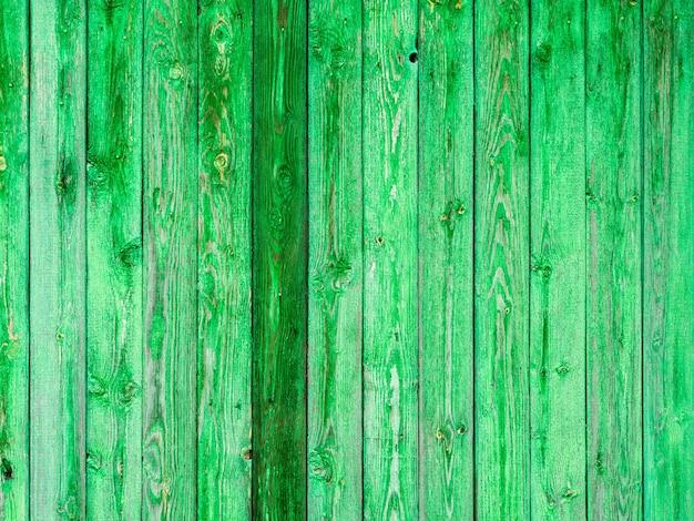 Ściana domu drewnianego, faktura surowego drewna