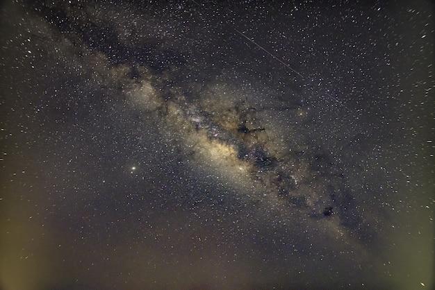 Ściana nieba i gwiazdy nocą milkyway