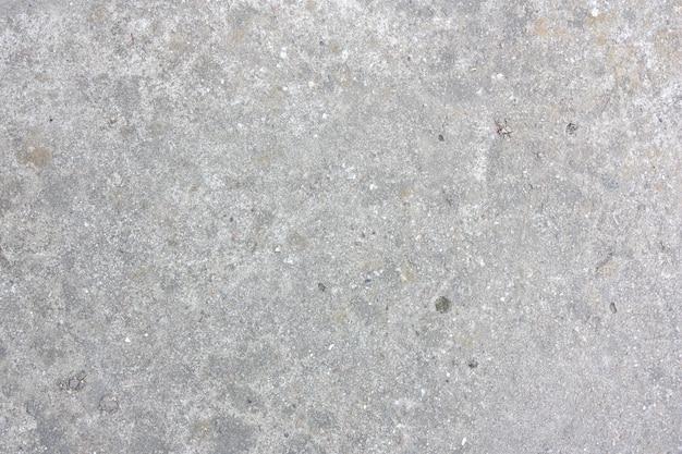 Ściana szarej starej betonowej ściany z pleśnią i mchem. stary tekstura kamienia