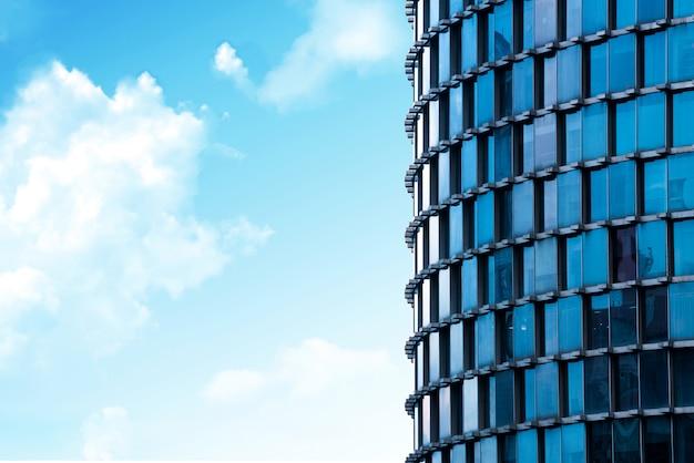 Ściana szklana nowoczesnego budynku