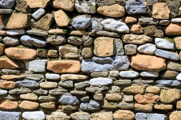 Ściana ułożona z naturalnej ramy. kamień tekstura. zdjęcie wysokiej jakości