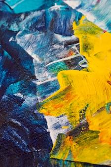 Ściana w kolorze niebieskim i żółtym