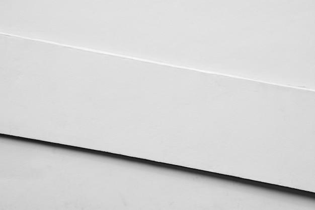 Ściana z białego cementu z cieniem