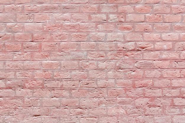 Ściana z cegieł pomalowana na kolor czerwony. tło