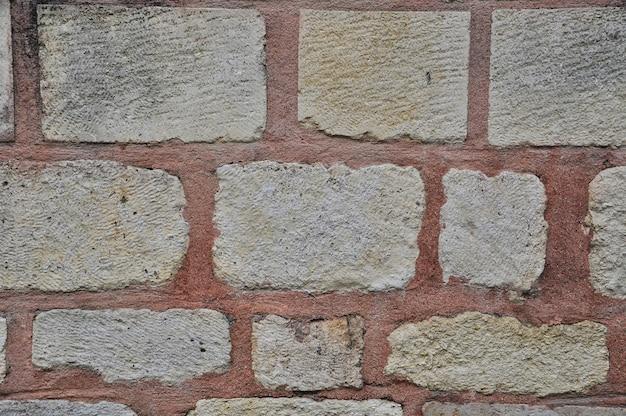 Ściana z dużych kamieni. tło, tekstura. mur kamienny z fugowaniem.