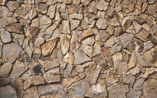 Ściana z dzikiego kamienia