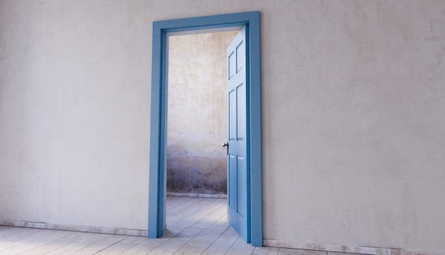 Ściana z otwartymi drzwiami