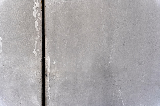Ściana z pionową ciemną linią