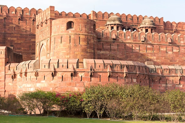 Ściany czerwonego agra fortu w agra, india