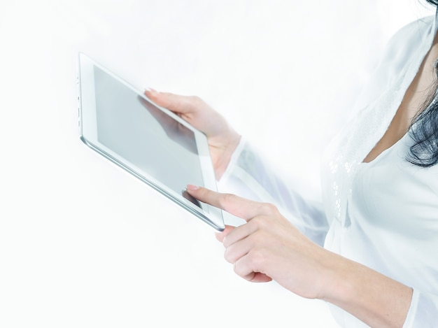 Ścieśniać. biznes kobieta używa cyfrowego tabletu. zdjęcie z miejsca na kopię