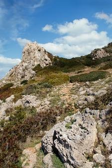 Ścieżka w parku narodowym porto selaggio, apulia, włochy