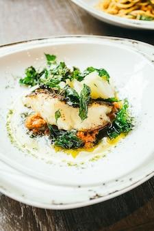 Seabass lub barramundi stek z mięsa rybnego