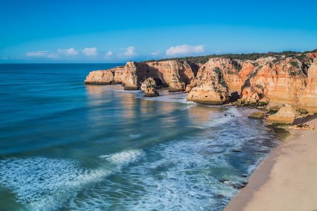 Seascape widok od góry w portugalia. strefa algarve.