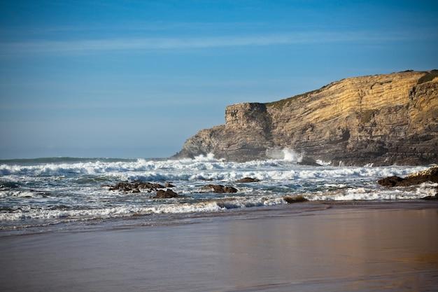 Seascape ze skałami