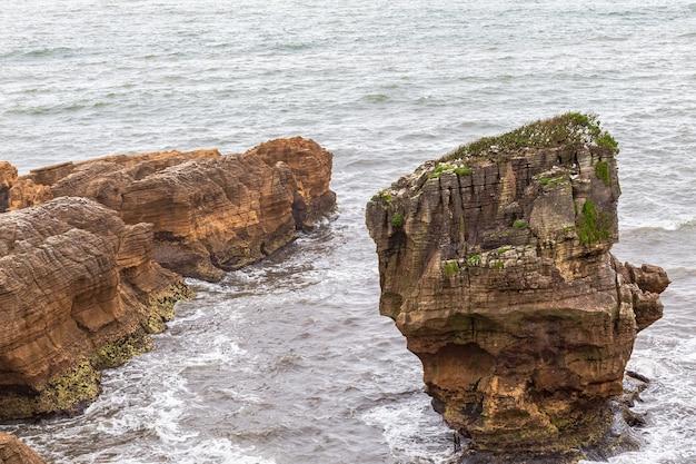 Seascapes of south island paparoa national park w nowej zelandii