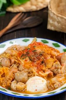 Seblak to pikantne i pikantne danie sundajskie pochodzące z regionu sundajskiego w zachodniej javie