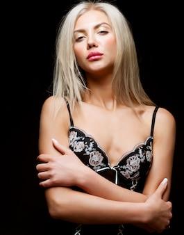 Seksowna blond kobieta