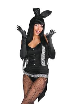 Seksowna playgirl w stroju króliczka na białym tle