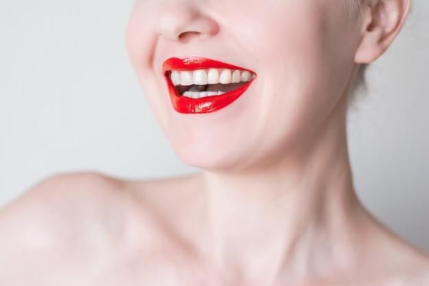 Seksowne czerwone usta zbliżenie