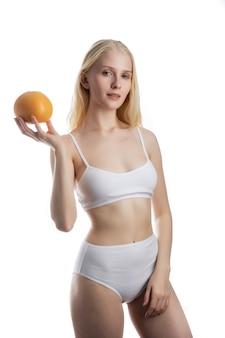 Seksowny, gorący model bielizny. styl mody. piękna kobieta w eleganckiej bieliźnie. portret młodego modelu sexy z makijaż uroda na wspaniałej twarzy w luksusowej bieliźnie.