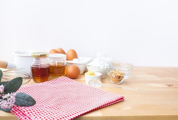 Selective focus gotowanie żywności śniadaniowej lub piekarni ze składnikiem