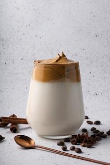 Selektywne skupienie, koreański napój, kawa dalgona