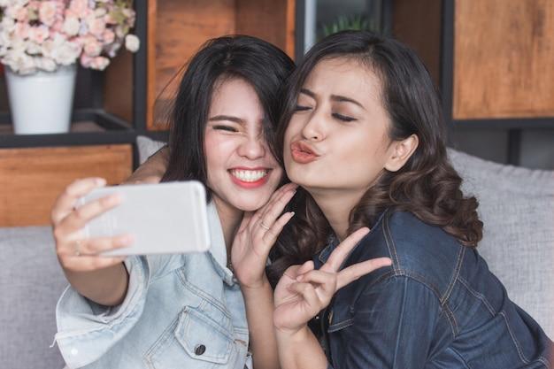 Selfie dwóch koleżanek