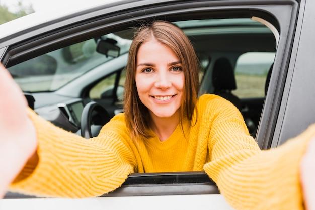 Selfie samotnej kobiety podróżującej