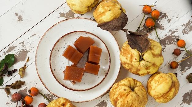 Ser i pulpa z owoców pigwy